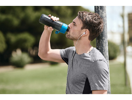18_Amazon_Active_Blue_Park_Guy_drink.jpg